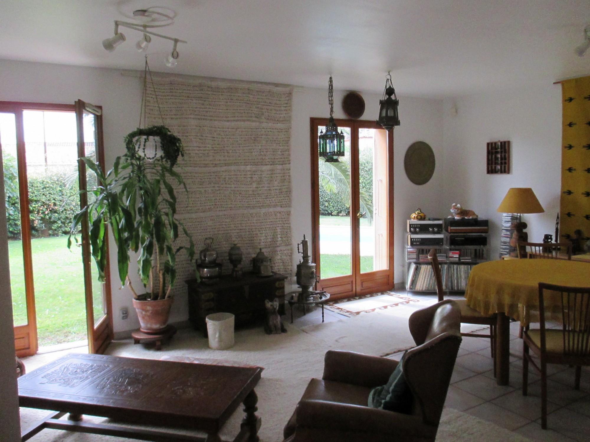 Maison contemporaine 5 MONTFAVET entrée village maison de ...